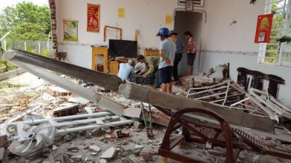 Đắk Lắk: Xe container mất lái tông sập nhà dân, 6 người đang ngủ may mắn thoát nạn