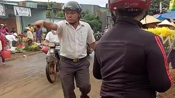 Krông Ana: Cán bộ xã đá đồ đạc của người dân bay tung tóe khi đi dẹp lòng lề đường