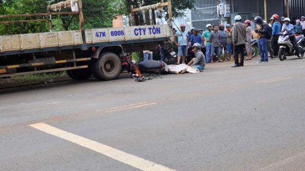TP Buôn Ma Thuột: Tông xe tải bên đường, người đi xe máy chết tại chỗ