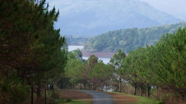 Hồ nước nằm trên miệng núi lửa lớn nhất Tây Nguyên