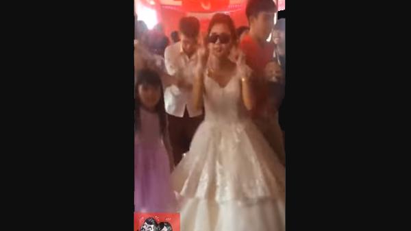 Cô dâu trẻ Đắk Lắk  biến hội trường cưới thành sàn nhảy, cùng hội bạn thân 'quẩy' hết mình