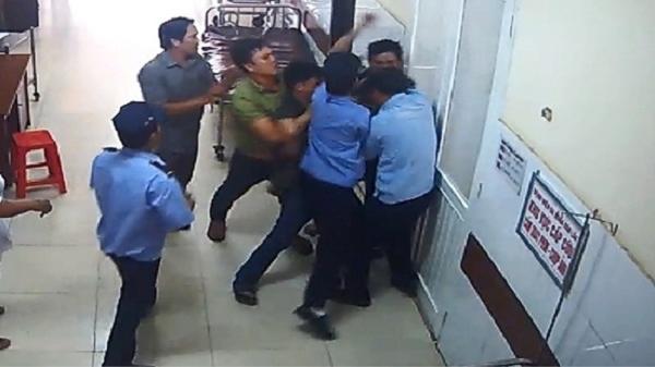 Đắk Lắk: Bảo vệ bệnh viện bị người nhà bệnh nhân hành hung