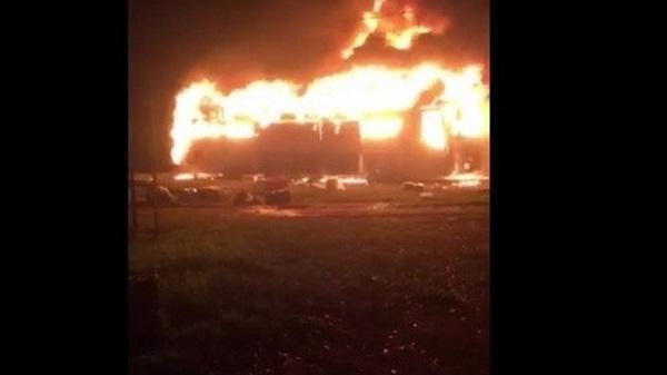 Cháy xe khách, 22 hành khách thoát chết