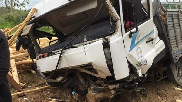 Đắk Lắk: Ô tô chở gỗ đâm xe máy, vợ tử vong, chồng nguy kịch