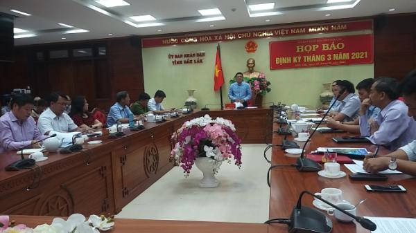 """Nhiều vấn đề """"nóng"""" được giải đáp tại giao Ban báo chí thường kỳ của tỉnh Đắk Lắk"""