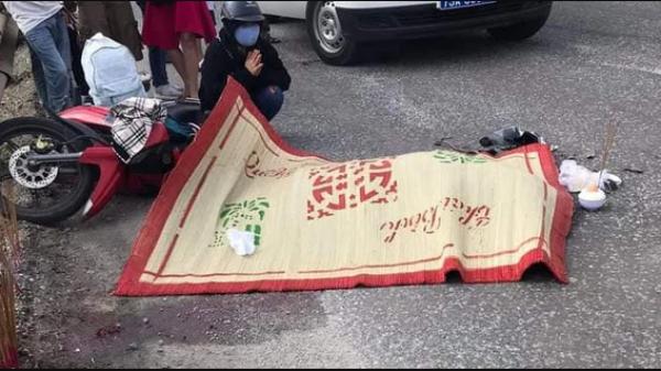 Chạy xe máy về quê nghỉ lễ, nữ sinh viên bị container tông chết thảm