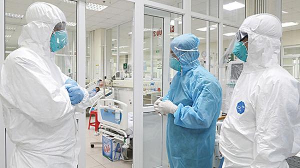 Tử vong sau tiêm vaccine Covid-19: Tiến sĩ Việt tại Mỹ nói về nguy cơ sốc phản vệ và lợi ích của vaccine AstraZeneca