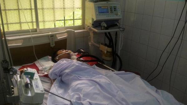 Nam sinh bị bắn trước cổng trường đã tử vong
