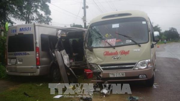 [Kinh hoàng]: Hai xe khách đối đầu khiến 6 người bị thương