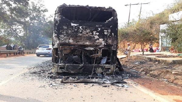 Xe khách giường nằm tuyến Hà Tĩnh- Đắk Nông chở 38 người bốc cháy trong đêm