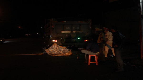 Tông xe ben đậu bên đường, người đàn ông tử nạn
