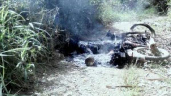 Kinh hoàng phát hiện thi thể người cháy đen bên cạnh xe máy