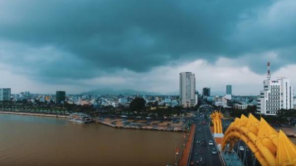 """NHÌN TỪ TRÊN CAO Đà Nẵng đẹp lạ lùng, dân mạng đang """"phát sốt"""" lên vì clip này"""
