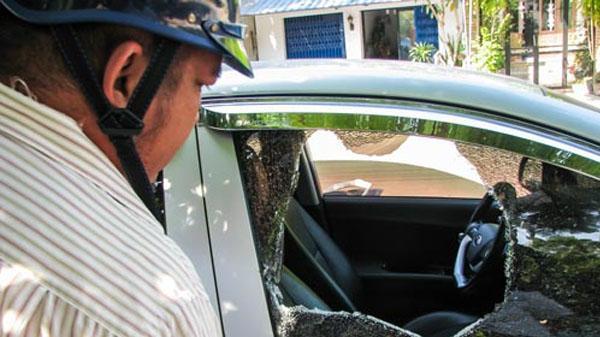 Đập phá 12 ô tô để giải rượu, nhóm thanh niên có bị xử lý?