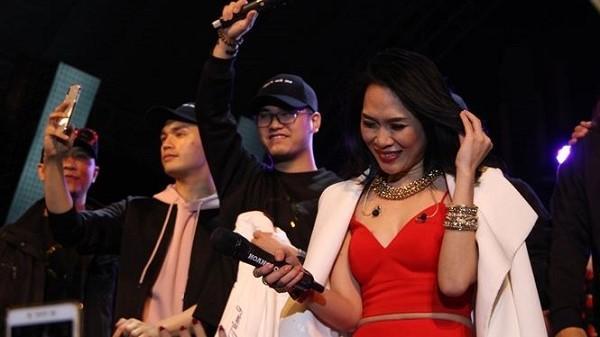 Mỹ Tâm hát gần trọn album, bật khóc cảm ơn khán giả Đà Nẵng