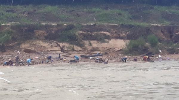 Đứt dây cáp cầu treo, một học sinh rơi xuống sông mất tích