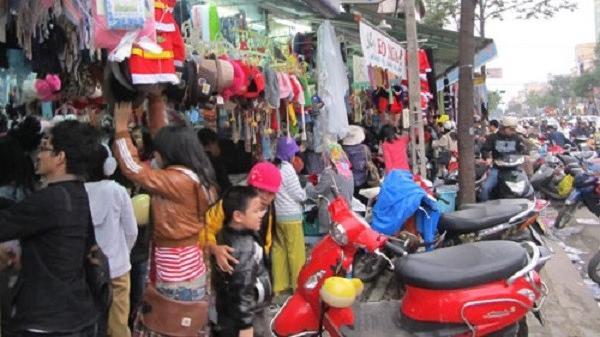 Đà Nẵng: Lạnh 16-18 độ C, người dân đổ xô mua đồ ấm