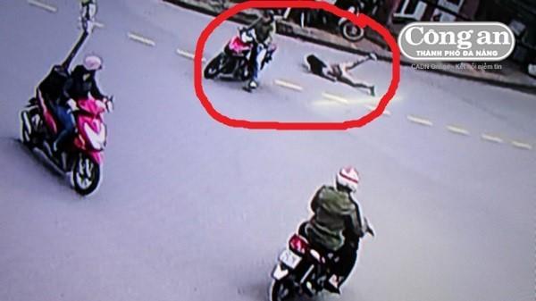 Đà Nẵng: Táo tợn trộm xe rồi kéo luôn cả chủ xe ngã ra đường