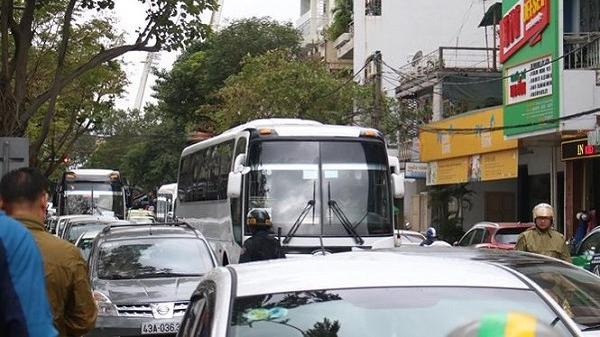 Đà Nẵng: Ô tô bủa vây đoạn đường 300m