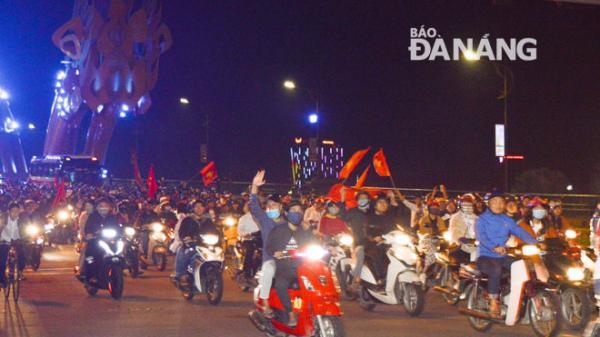 Người dân Đà Nẵng ra đường ăn mừng chiến thắng lịch sử của U23 Việt Nam