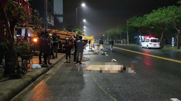 Va chạm với xe bơm hút bê tông đang thi công khách sạn ở Đà Nẵng, nam thanh niên 20 tuổi chết thảm