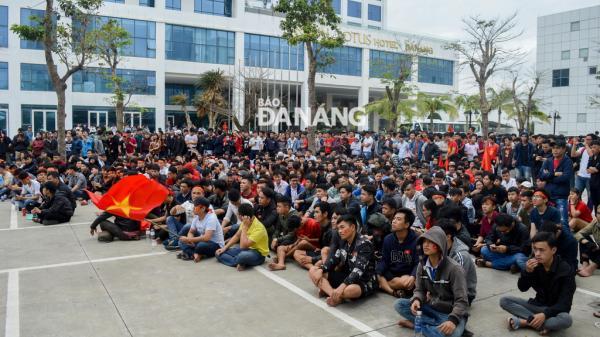 Doanh nghiệp Đà Nẵng cho công nhân nghỉ làm để cổ vũ U23 Việt Nam