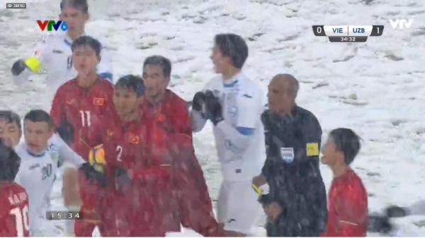 Thi đấu quả cảm giữa mưa tuyết dày đặc, U23 Việt Nam thực sự hóa anh hùng trong lòng người hâm mộ!