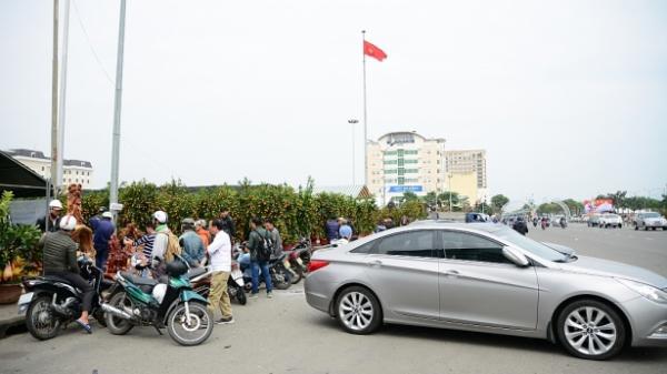 """Dân Đà Nẵng 'đánh' ô tô đi mua hoa chưng Tết Mậu Tuất sớm                                <span class=""""ico-photo""""></span>"""