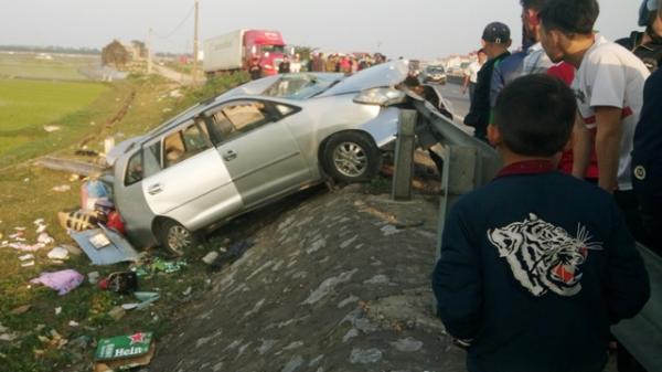 Thuê xe về quê dịp Tết, xế hộp BKS Đà Nẵng nát bét, 2 người thiệt mạng,  4 người bị thương