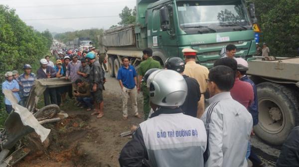 Đà Nẵng: Xe máy nát bươm sau va chạm kinh hoàng với xe tải, người đàn ông chết thảm