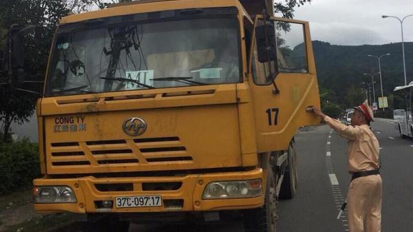 Đà Nẵng: Tạm giữ xe ben chở quá tải bất hợp tác với CSGT