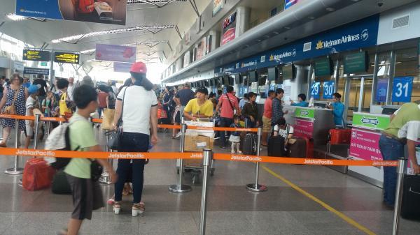 Mất tới 3 giờ để làm thủ tục xuất nhập cảnh tại sân bay Đà Nẵng?