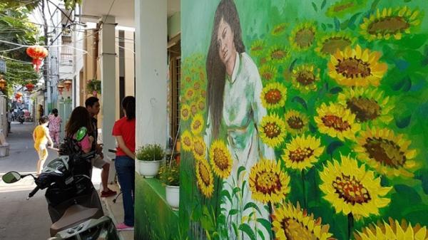 """Giới trẻ đổ xô đến """"Con đường Bích họa"""" ở Đà Nẵng"""