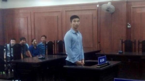 Đà Nẵng: Nam thanh niên mang mã tấu cho bạn chém người