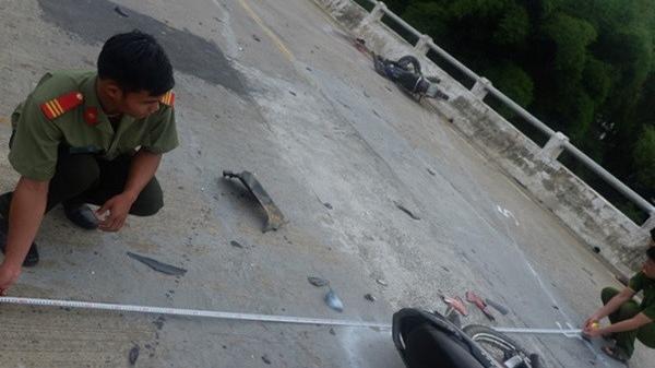Hai xe máy đối đầu kinh hoàng ở Quảng Nam, 3 người tử vong