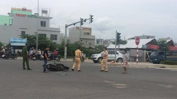 Đà Nẵng: Xe khách va chạm kinh hoàng với xe máy, 2 người phụ nữ bị thương nặng