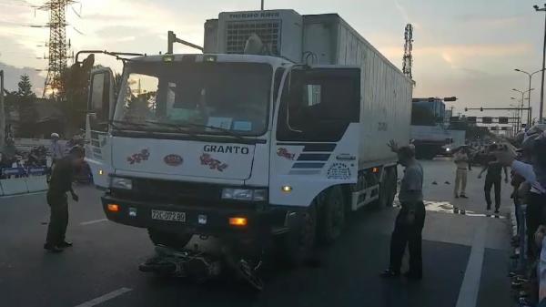 Đà Nẵng: Va chạm liên hoàn, 3 người thương vong, giao thông ùn ứ