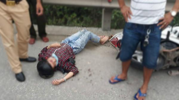 Huế: Truy tìm kẻ lạ mặt đạp ngã xe, giật cặp xách khiến cô gái trẻ nhập viện