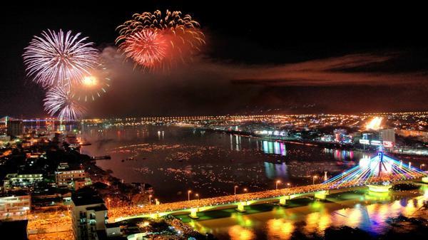 Lễ hội pháo hoa quốc tế Đà Nẵng 2017: Đại tiệc ánh sáng trên bầu trời và dưới mặt nước