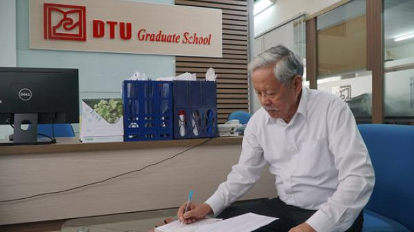 Ba năm đèn sách, cụ ông 85 tuổi lấy bằng thạc sĩ tại ĐH Duy Tân Đà Nẵng