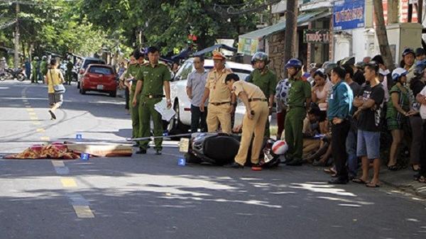 Đà Nẵng: Ngã ra đường sau va chạm, một phụ nữ bị ôtô cán qua