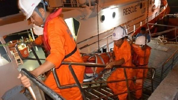 Cứu khẩn cấp một thuyền trưởng Đà Nẵng bị thủng dạ dày trên biển