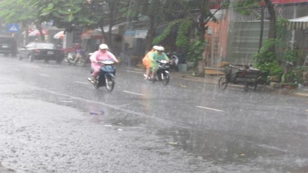 Sau mấy ngày nắng nóng, Đà Nẵng bất ngờ có mưa lớn giải nhiệt