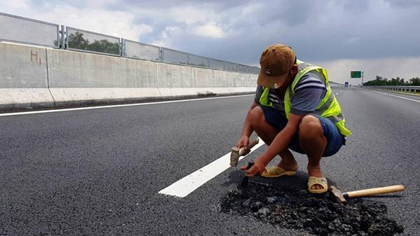 Cao tốc 34.500 tỷ Đà Nẵng - Quảng Ngãi nham nhở sau khi sửa chữa