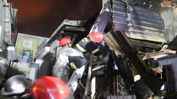 Đà Nẵng: Căn nhà phát hỏa lúc nửa đêm, 3 người thoát chết trong gang tấc