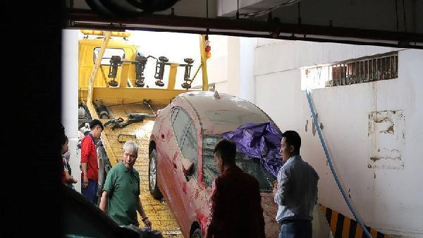 Giải cứu xong hàng chục xe ô tô, xe máy ngập nước ở chung cư cao cấp của Hoàng Anh Gia Lai