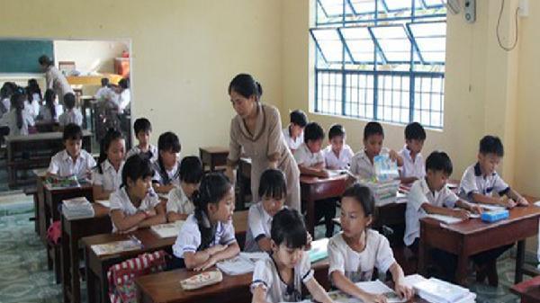 Đà Nẵng: Học sinh đi học trở lại sau mưa lũ