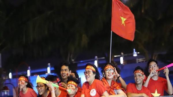 Chủ tịch Đà Nẵng kêu gọi người dân cổ vũ bóng đá an toàn