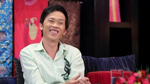 Nghệ sĩ Hoài Linh biểu diễn phục vụ công nhân, sinh viên tại Đà Nẵng