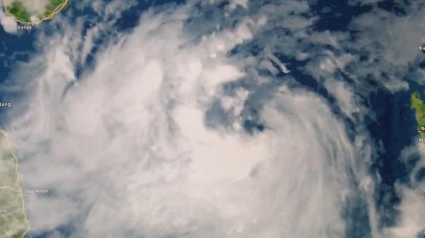 LẠNH NGƯỜI khi xem những hình ảnh mới nhất về bão số 10 trước giờ đổ bộ Việt Nam